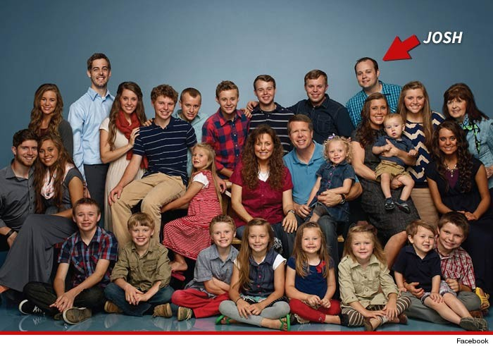 Duggar Family. Photo from TMZ (http://www.tmz.com/2015/05/21/josh-duggar-sex-scandal-sexually-molested-minor-girls-sisters-19-kids-and-counting-tlc/)